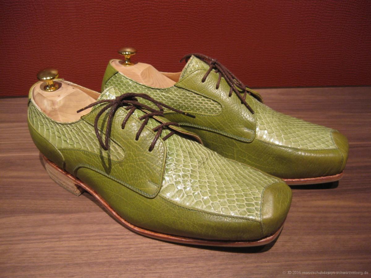 Sehr ausgefallene, extravagante Herrenschuhe aus grünem Kalbleder und eingefärbter Wasserschlange.