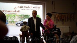 MP Stanislaw Tillich im angeregten Gespräch mit Firmenchefin Ulrike Schröder-Schubert