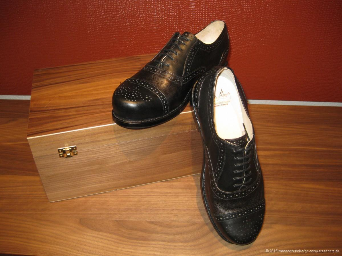 Halfbrogue Modell mit Budapester Lochung